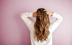 Recupera la belleza de tu cabello después del abuso de la plancha