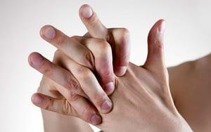 Cómo liberar emociones bloqueadas con masajes a los dedos de tus manos